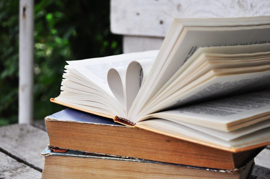 Раскрытая книга - изящная красота